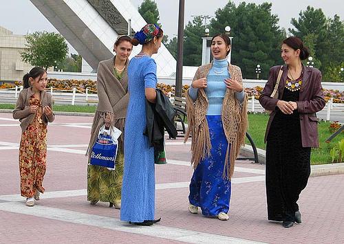 turkmen-women.jpg